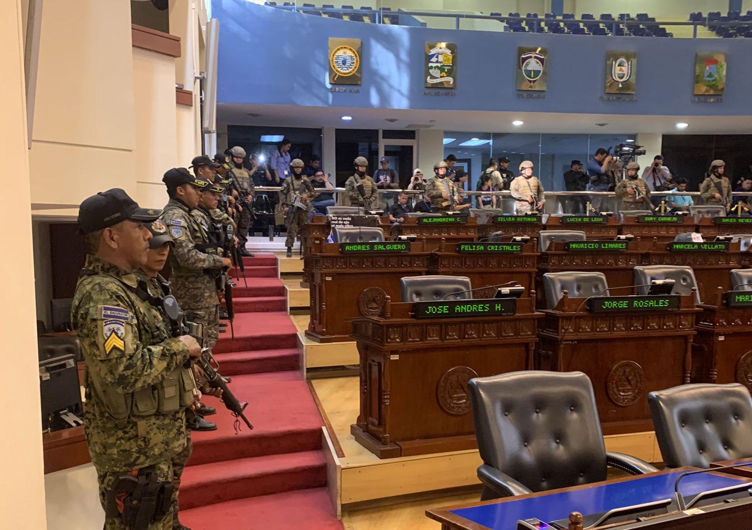 Resultado de imagen de fuerzas armadas en asamblea de eL sALVADOR